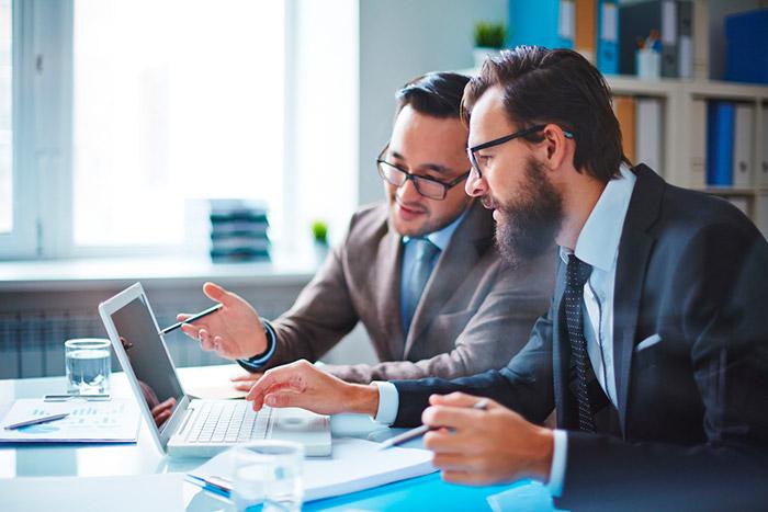 O empreendedor que optar em utilizar sua casa residencia como sede, pode ter apenas um funcionário contratado.