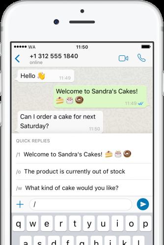 aplicativo whatsapp business aberto em uma conversa mostrando as opções de mensagem rápida